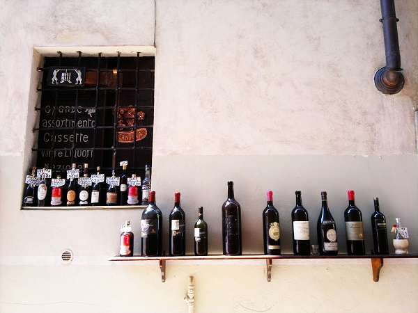 ten bottles on a wall