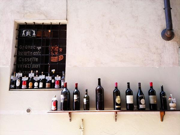 ten bottles on a wall